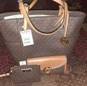 Micheal kors purse wallet and coin wallet 275.00